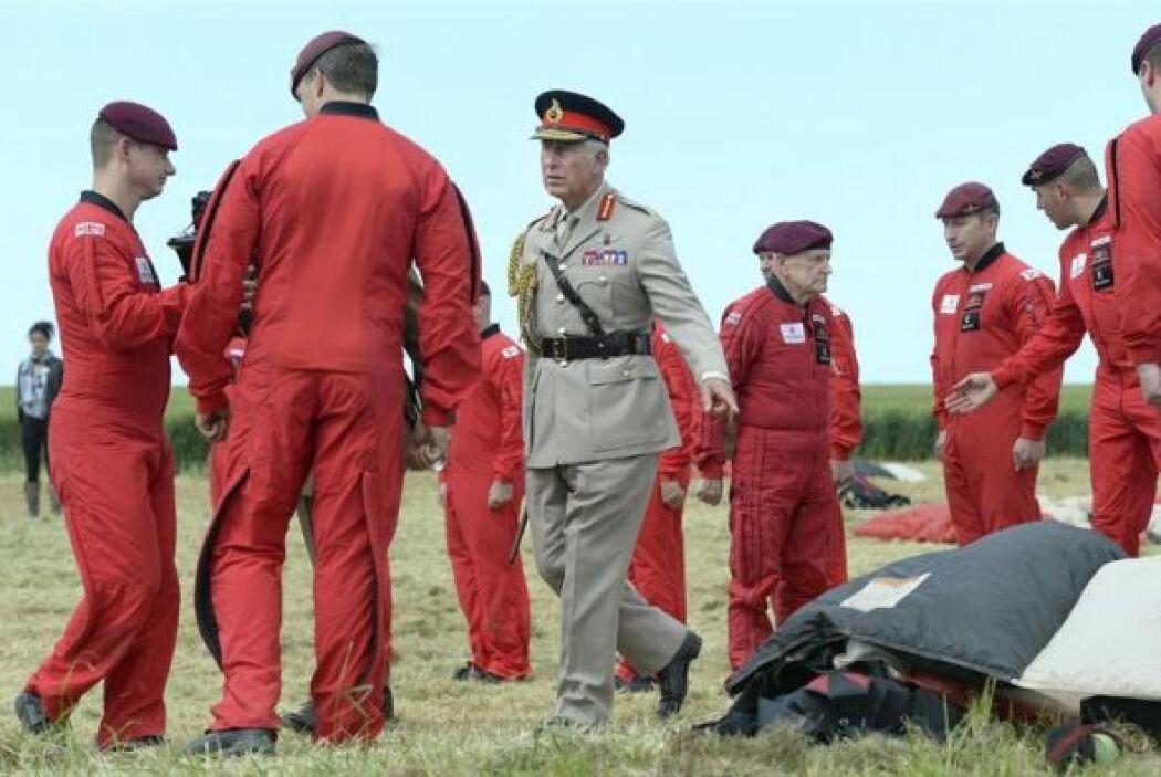 Jock Hutton participó junto a más de 300 tropas en un salto en paracaída...
