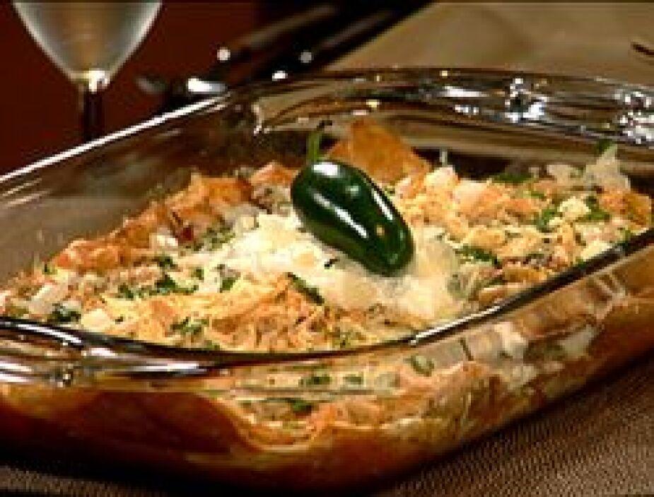 1. CHILAQUILES EN SALSA ROJA: Un gran desayuno completo y sabroso. Neces...