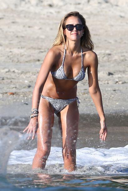 La vimos enseñando sus encantos en las playas de Cabo San Lucas.