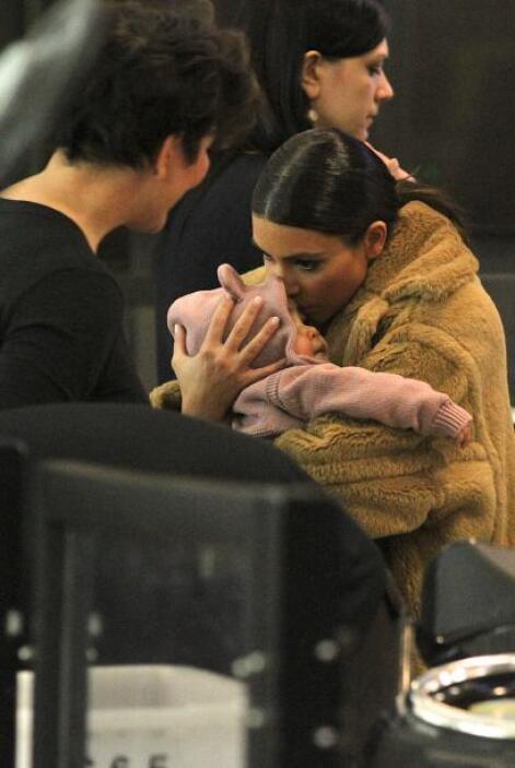 Kanye no acompañó a sus dos amores. Mira aquí los videos más chismosos.