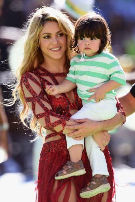 La mamá orgullosa con su bebé. Mira aquí los videos más chismosos.