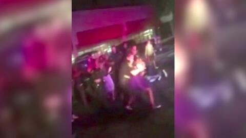 Video muestra a un policía de Texas golpeando a puñetazos a una menor de...