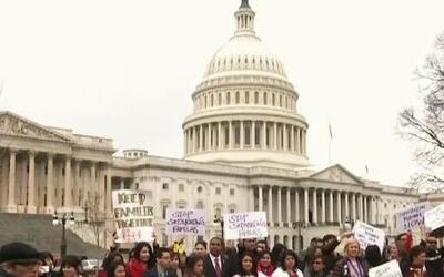 Activistas pro-inmigrantes exigen en Washington DC un alto a las deporta...