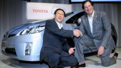 Akio Toyoda y Marc Benioff sellan el acuerdo entre sus compañías para la...