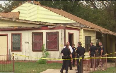 Autoridades hallaron el cadáver de un hombre dentro de una vivienda e in...