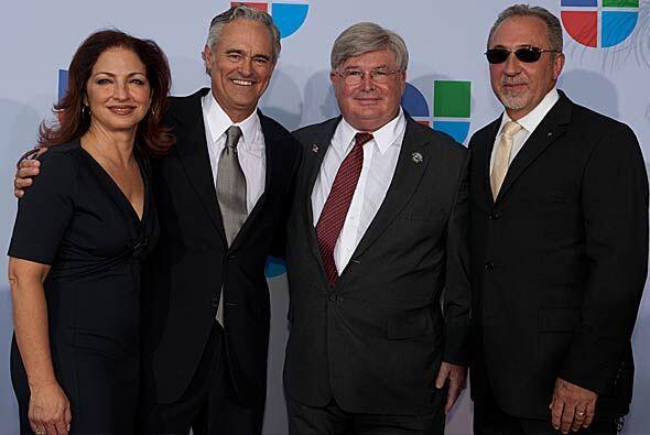 Los Estefan, Ray Rodríguez y el Vicealcalde de la Ciudad de Doral, Rober...