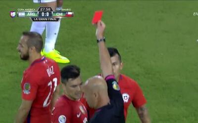 Expulsión!!! Marcelo Alfonso Díaz Rojas recibe la segunda amarilla y se...