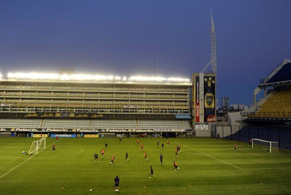 Vista parcial del estadio boquense, más de 400 personas se dieron...