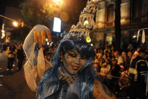 El Festival de la Luz comenzó frente al Gimnasio Nacional alrededor de l...