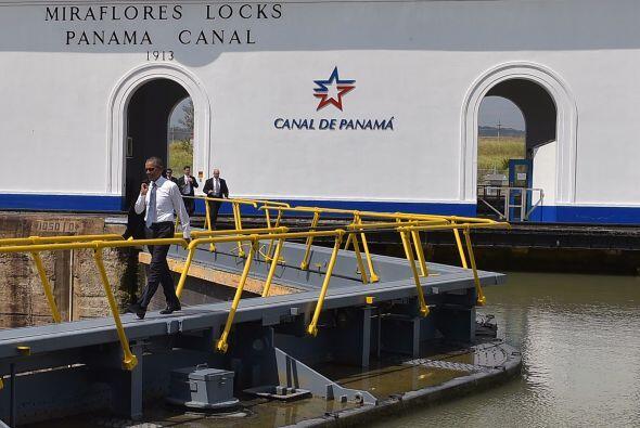 Barack Obama visitó también la sección de Miraflores del Canal de Panamá.
