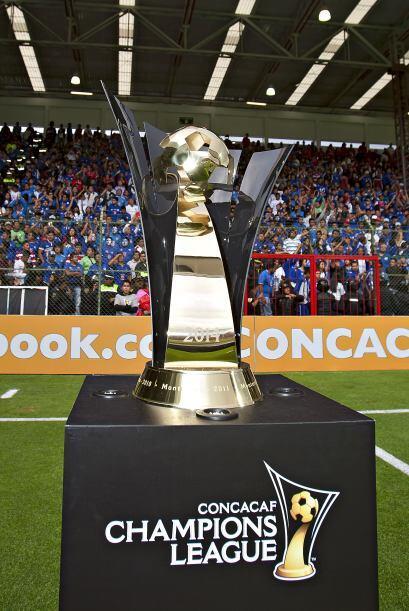 El trofeo de la CONCACAF Liga Campeones, de Toluca se fue a las vitrina...