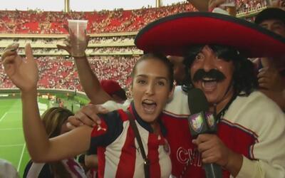 Kevin Arnulfo se convirtió en Diablo y se llevó una fan de Chivas para s...