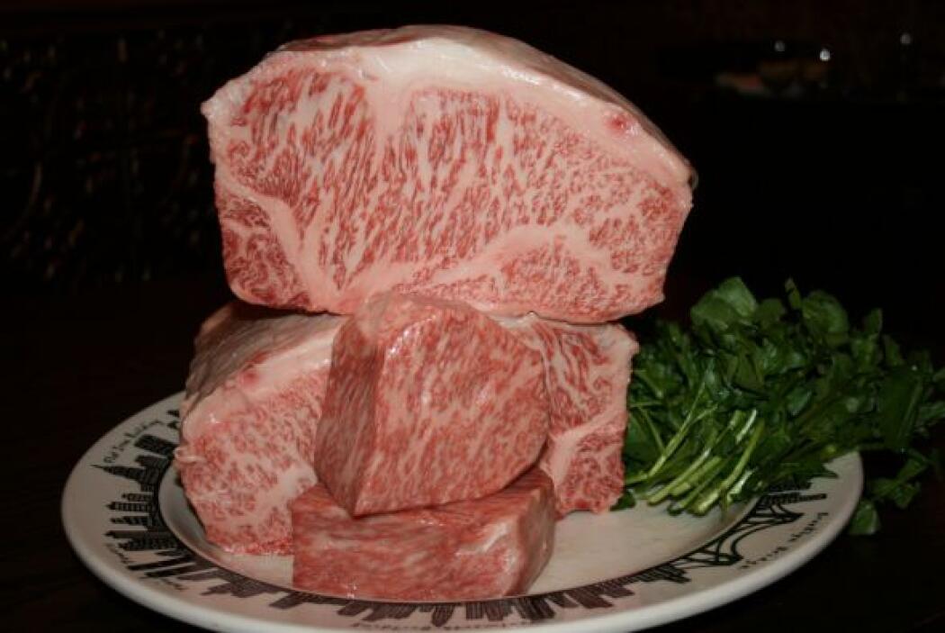La carne de Kobe es un tipo de carne que proviene de la vaca Wagyu, una...