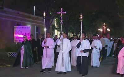 Católicos del sur de la Florida participaron en el tradicional viacrucis...
