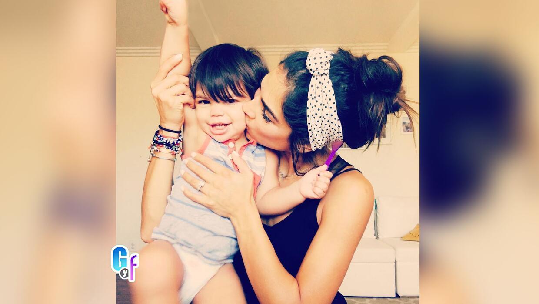 Alejandra Espinoza le está enseñando a su hijo a decir 'La Banda segunda...