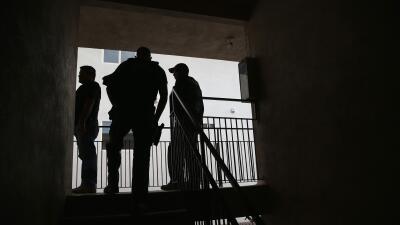 Agentes de ICE buscan a un inmigrante indocumentado en Los Ángeles