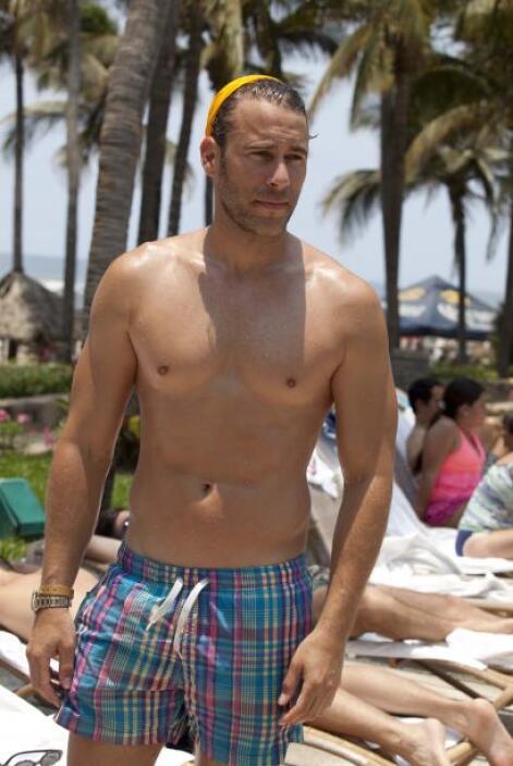 Carlos de la Mota robó miradas con su abdomen perfecto.