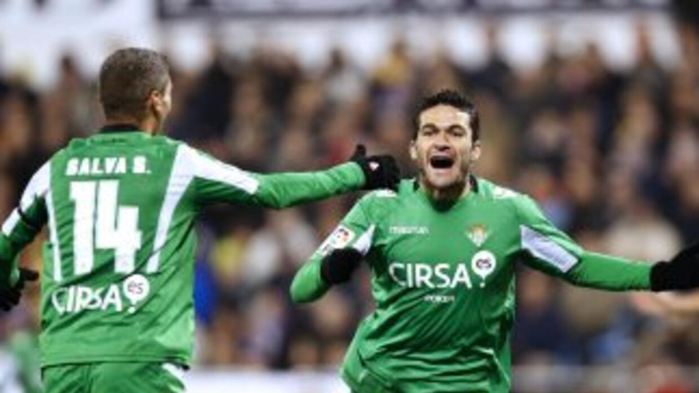 El b♪0tico Jorge Molina celebra su tanto ante Zaragoza.