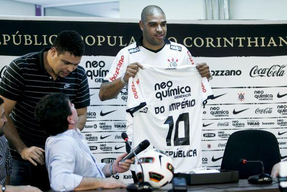 Medio en broma y medio en serio además de la  bienvenida al club Ronaldo...