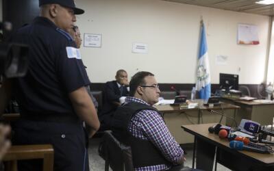 Javier Duarte llega al tribunal de Guatemala donde se realizó la...