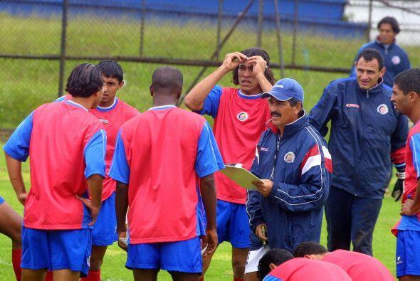 Pinto fue nombrado técnico de Costa Rica en junio de 2004 en en sustituc...