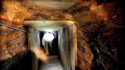 La Patrulla Fronteriza usó robots para rastrear el túnel en Nogales, dec...