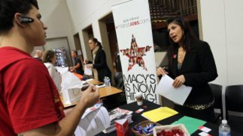 Entre los hispanos la desocupación se movió a la alza mínimamente al pas...