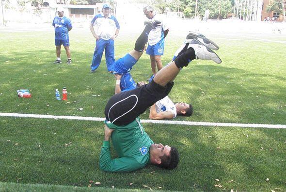 Miguel Montes (verde) recién salió del Aguila y se ha entr...