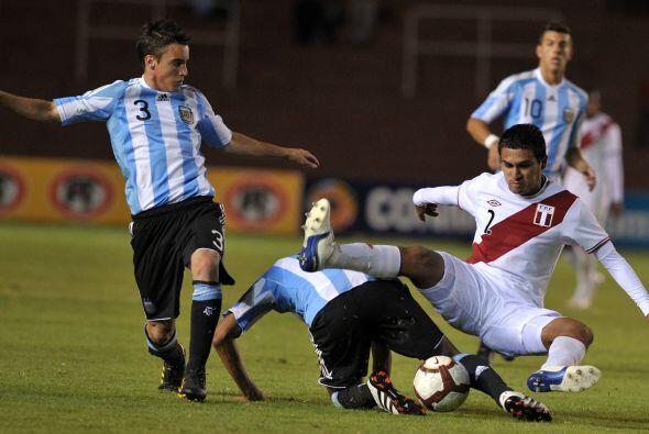 La selección agentina venció a Perú por 2-1  y quedó a un paso del hexag...