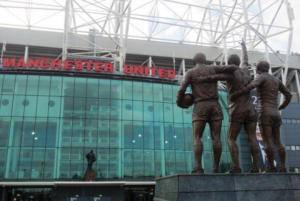 """La estatua que recibe a los visitantes al Estadio es de la """"Trilogía del..."""