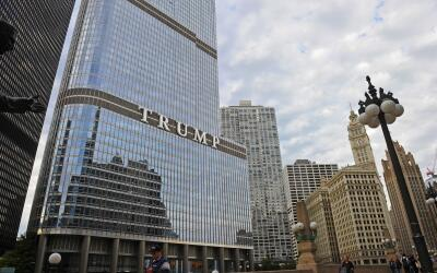 La torre Trump en el centro de Chicago, Illinois