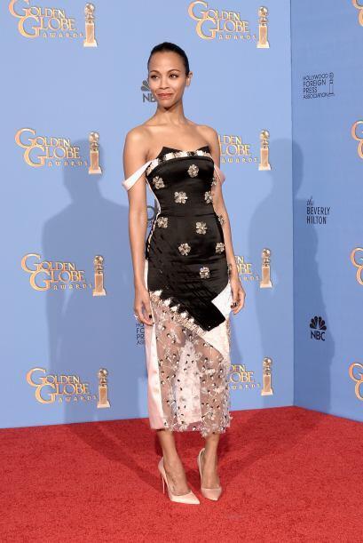 Zoe Saldana, pese a que su vestido no le favoreció mucho, luci&oa...