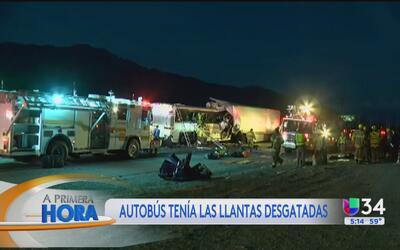 Llantas del autobús de pasajeros que se impactó en Palm Springs estaban...