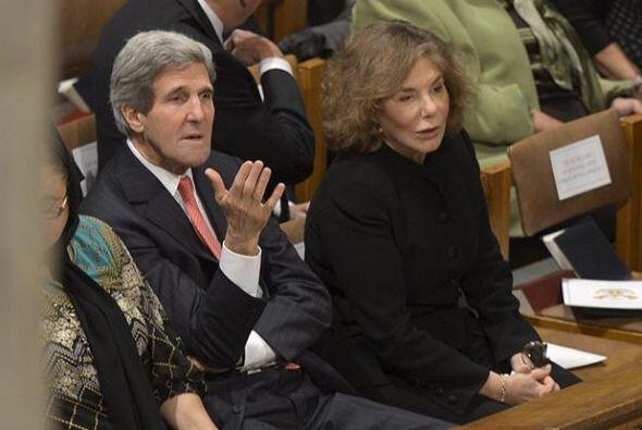 El secretario de Estado estadounidense John Kerry y su mujer, Teresa Hei...