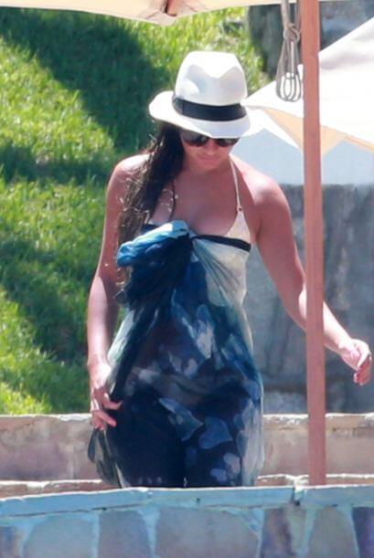 Se protegió del sol con un sombrero.Mira aquí los videos más chismosos.