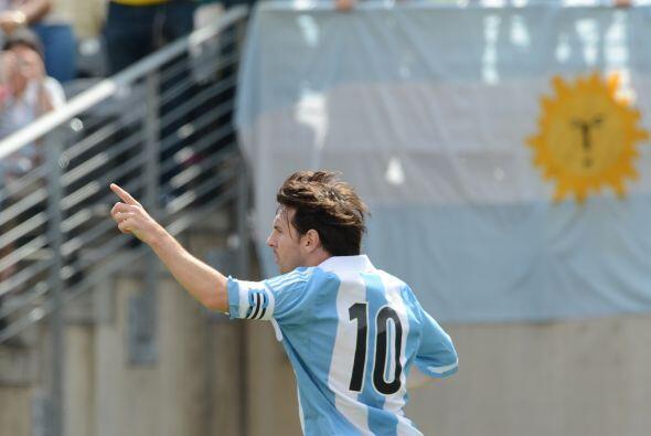 El primer festejo del argentino llegó al minuto 31 para igualar los cart...