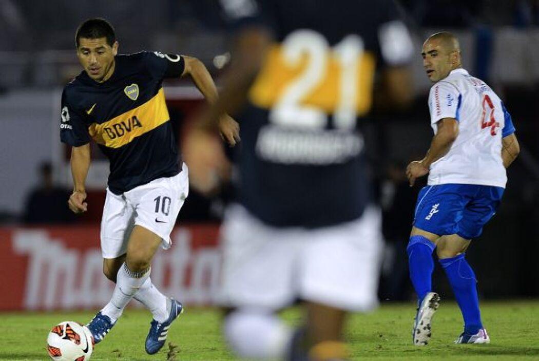 Riquelme anotó el único gol del partido de tiro libre penal en el primer...