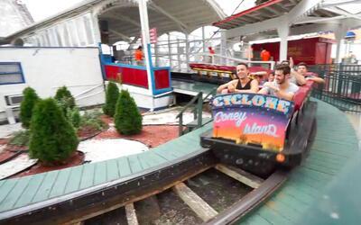 Celebramos el día nacional de la montaña rusa en el Cyclone de Coney Island