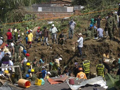 La tarde del domingo, Colombia sufrió la tragedia de un deslave, provoca...