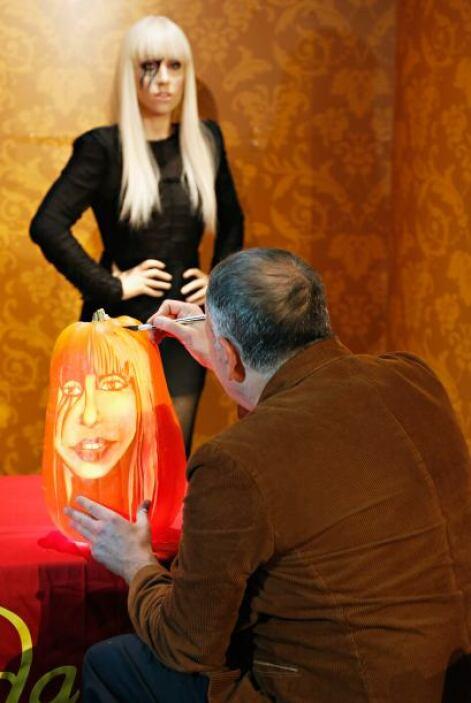 Pero el tallador se decantó por la imagen de la controvertida la cantant...