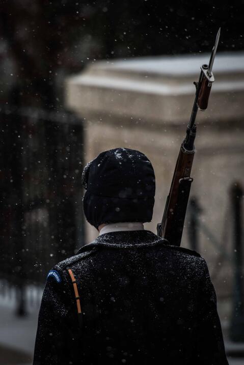 Los Centinelas cumplen su deber pese a la fuerza de la tormenta Jonas.