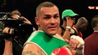 La última victoria de Alvarado fue en el round tres ante Sugar Ray Narh...