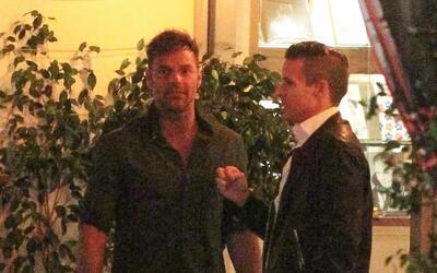 El boricua y su pareja salen con un amigo mutuo a un bar de Los Angeles.