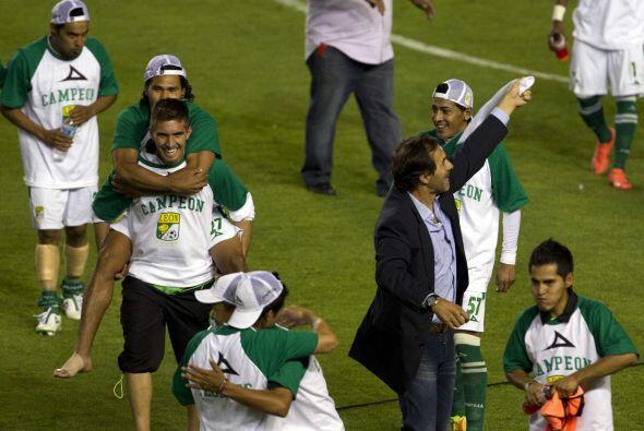 En el Clausura 2012 se convirtió oficialmente en entrenador de lo...