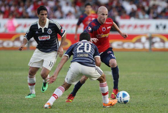 Por su parte las Chivas tendrán que doblegar a una de las mejores defens...