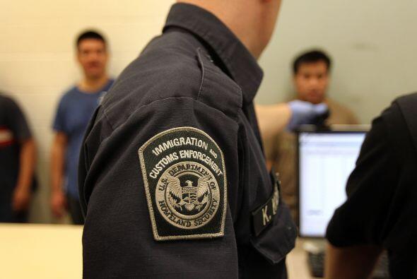 Casi 40,000 inmigrantes lograron el año pasado (año fiscal de octubre 20...