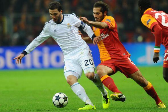 Higuaín estuvo solo en la punta de ataque, el Madrid salió...