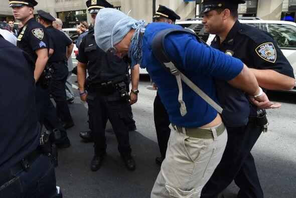 Debido a que que la marcha no estaba autorizada, la policía realizó algu...