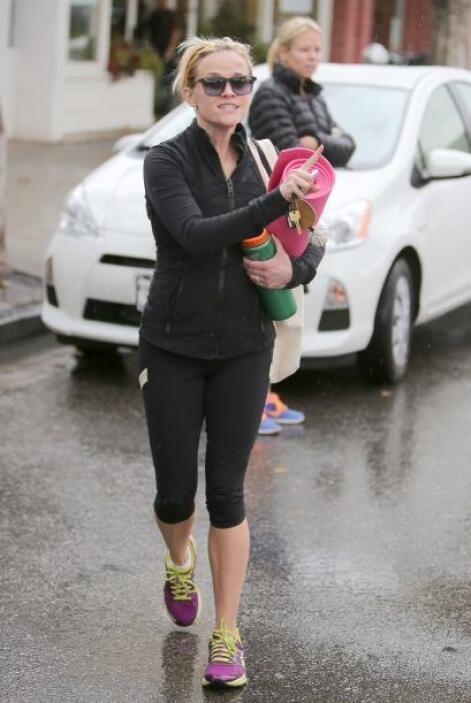 Finalmente tenemos a Reese Witherspoon, cuyos atuendos deportivos son id...