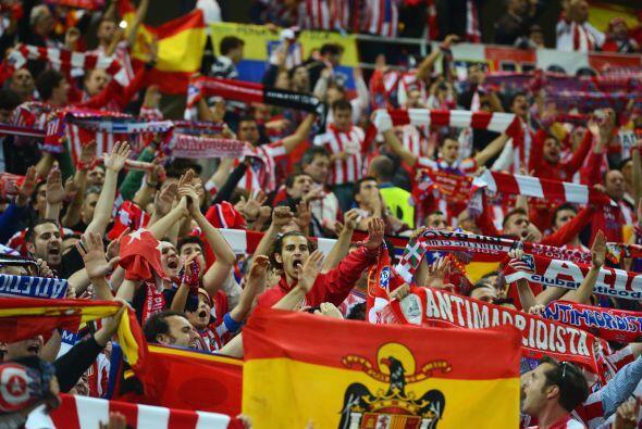 Los españoles coparon desde temprano las calles y llenaron de banderas t...